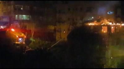 Rize'de çıkan yangında 3 katlı ahşap ev kül oldu