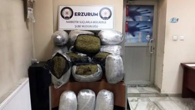 Meşrubat şişelerinin arasına zulalanmış 112 kilogram esrar ele geçirildi