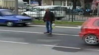 Yol ortasında kendini yakmak istedi...Polis, şahsı böyle etkisiz hale getirdi
