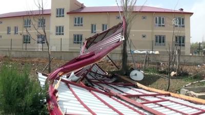Şiddetli rüzgar okul çatısını uçurdu - KAHRAMANMARAŞ
