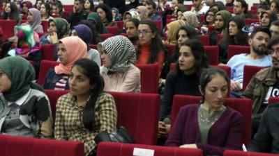 'Çocuk istismarını durdurun' konferansına katılmayan yetkililere tepki