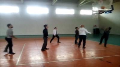 Bitlis Gençlik Hizmetleri ve Spor İl Müdürü Elkatmış, Hizan'da spor tesislerini inceledi