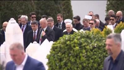 Başbakan Yıldırım, Aliya İzzetbegoviç'in kabrini ziyaret etti - SARAYBOSNA
