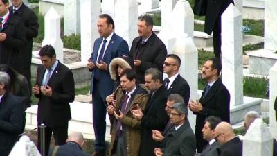 - Başbakan Yıldırım, Kovaçi Şehitliği'ni Ziyaret Etti