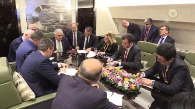 Başbakan Yıldırım, uçakta gazetecilerle bir araya geldi - SARAYBOSNA