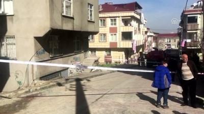 Küçükçekmece'de duvarlarında çatlaklar oluşan bina boşaltıldı - İSTANBUL
