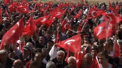 Başbakan Yıldırım: 'Türkiye'ye ihanet edenler şimdi kaçacak delik arıyorlar'