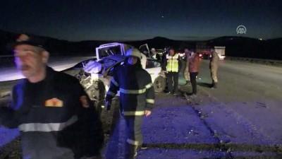 Minibüs ile otomobil çarpıştı: 2 ölü, 8 yaralı - GAZİANTEP