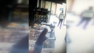 Önce çaldı, sonra konuşuyormuş gibi yapıp kaçtı...Hırsızlık anı kamerada