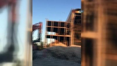AKM'nin ön cephesindeki yıkılma anı kamerada