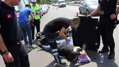 Kazada yaralanan kadını güneşten korudu - ADANA
