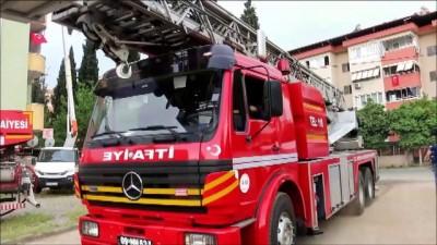 Yangın çıkan apartmanda mahsur kalan biri bebek 13 kişi kurtarıldı - AYDIN
