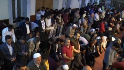 Gaziantepliler Berat Kandilinde Camilere akın etti