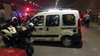 Zırhlı polis aracı ile kamyonet çarpıştı: 2 polis yaralı
