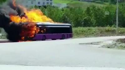 Seyir halindeki belediye halk otobüsünde yangın - DÜZCE