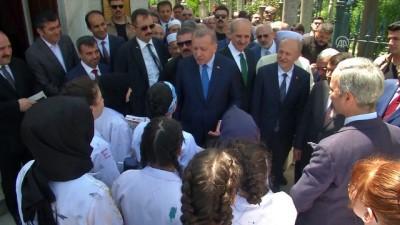 Cumhurbaşkanı Erdoğan, Fatih İmam Hatip Ortaokulu'nu ziyaret etti - İSTANBUL