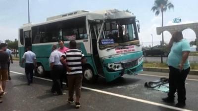 Alanya'da halk otobüsüyle hafriyat kamyonu çarpıştı:1'i yabancı uyruklu 15 yaralı