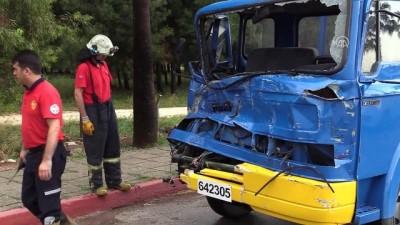 Adana'da askeri araç tırla çarpıştı: 2 yaralı