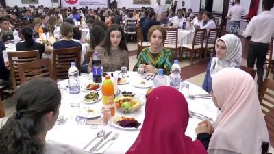 Türk Kızılayından Arnavutluk, Kosova ve Makedonya'daki yetimlere iftar - TİRAN