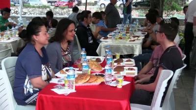Türk Kızılayından Arnavutluk, Kosova ve Makedonya'daki yetimlere iftar - PRİZREN