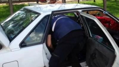 Otomobilin yakıt deposundan kaçak sigara çıktı