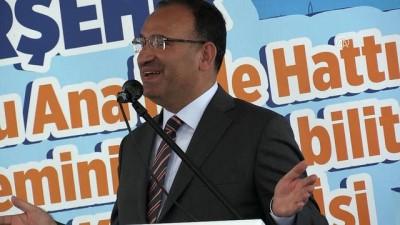 Bozdağ: 'Hepsinin gözünü Cumhurbaşkanımız sayın Recep Tayyip Erdoğan'ın kini, nefret, düşmanlığı bürümüş' - KIRŞEHİR