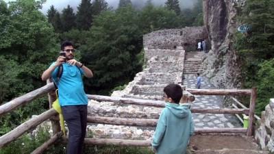 Aya Varvara Kilisesi'ne Arap turist ilgisi