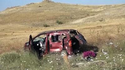 Hafif ticari araç devrildi: 1 ölü, 4 yaralı - KIRIKKALE