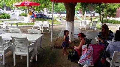 Aniden bastıran yağmur tatilcilerin deniz keyfini bozdu - SİNOP