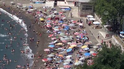 Sıcak ve nemden bunalan vatandaşlar sahilleri doldurdu - ZONGULDAK