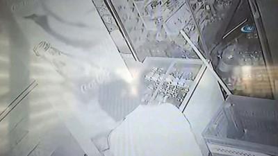 Çekiçli hırsızlar güvenlik kamerasında