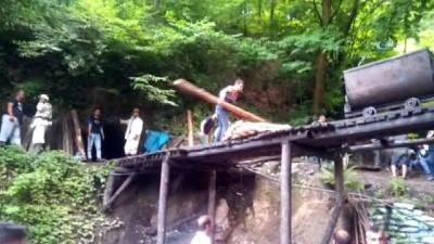 Kaçak maden ocağında göçük: 2 işçi göçük altında