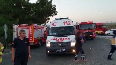 Kamyon kırmızı ışıkta bekleyen araçlara çarptı: 1 ölü, 17 yaralı - UŞAK