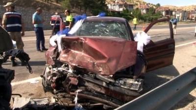 Çocuğa çarpan sünnet arabası, ardından karşı yönden gelen araç ile kafa kafaya çarpıştı: 6 yaralı