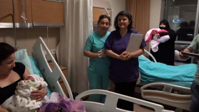 Biri Hristiyan diğeri Müslüman iki kadın aynı anda doğum yaptı
