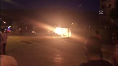 Kaza yapan otomobil alev aldı: 4 yaralı - ELAZIĞ