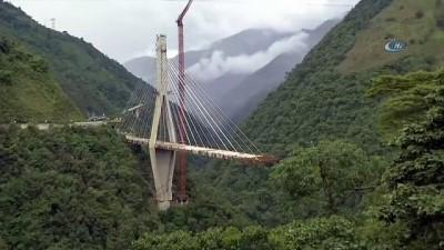 Kolombiya'da Köprü Saniyeler İçinde Yıkıldı