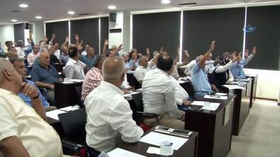 Adana Büyükşehir Belediye Meclisinden güldüren atışma