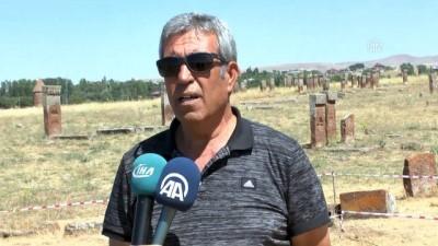 Selçuklu Meydan Mezarlığı'nda 178 oda mezar tespit edildi - BİTLİS