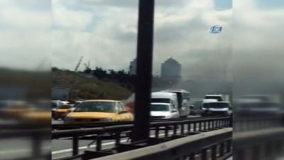 TEM Otoyolu'nda araç alev alev böyle yandı