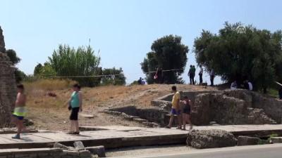 Tarihi kente giden yol üzerinde erkek cesedi - ANTALYA