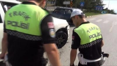 İki otomobilin çarpışması sonucu 3'ü çocuk 8 kişi yaralandı