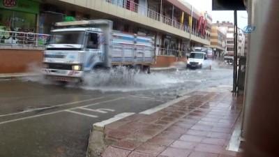 Keşan'da şiddetli yağmur hayatı felç etti