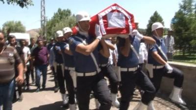 Mesai arkadaşının şehit ettiği polis memuru son yolcuğuna uğurlandı