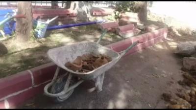 Okul bahçesinde bulunan testi kalıntıları kazıyı durdurdu - İSTANBUL