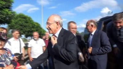 Kemal Kılıçdaroğlu yıkılan köprüyü yerinde inceledi