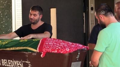 Kazada hayatını kaybeden 5 aylık hamile Çelikkol'un cenazesi toprağa verildi - İZMİR