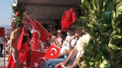 İzmir'de 30 Ağustos Zafer Bayramı coşkuyla kutlandı