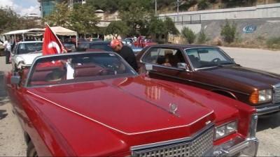 Bağdat Caddesi'nde klasik otomobillerden 'Zafer' konvoyu