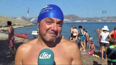 1 mil uzaklıktaki adaya yüzerek ulaşıp dev Türk bayrağı açtılar